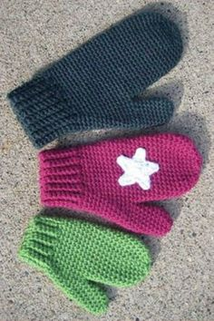 Murdock's Mittens Is it still cold where you're located? Then you're in luck! Warm up with this FREE mittens pattern, Mrs. Murdock's Mittens! Crochet Baby Mittens, Toddler Mittens, Crochet Mitts, Crochet Mittens Free Pattern, Crochet Baby Blanket Beginner, Crochet Stitches Patterns, Free Crochet, Knit Stitches, Hat Patterns