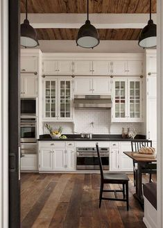 40 Popular Rustic Farmhouse Kitchen Cabinets Ideas – Decorating Ideas - Home Decor Ideas and Tips - Page 11 Country Kitchen Farmhouse, Country Kitchen Designs, Modern Farmhouse Kitchens, Rustic Kitchen, Farmhouse Decor, Farmhouse Design, Design Kitchen, Farmhouse Flooring, Kitchen Benches