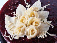 Cum se fac trandafirii din plastelina de ciocolata? | CAIETUL CU RETETE Pasta, Cheesecakes, Amazing Cakes, Fondant, Icing, Cake Recipes, Cake Decorating, Bacon, Food And Drink