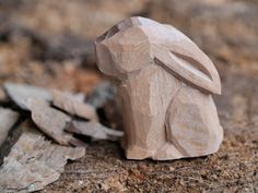 An adorable rabbit, being carved from basswood by Richard Carter, will serve as a model for beginner woodcarvers. Getting Started with Woodcarving – FanningSparks Wood Carving Designs, Wood Carving Patterns, Wood Carving Art, Wood Art, Whittling Projects, Whittling Wood, Wood Projects, Whittling Patterns, Sculpture Dremel