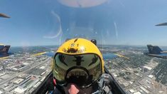 Blue Angels salute to the frontline heroes as they flew over Jet Fighter Pilot, Air Fighter, Fighter Jets, Us Navy Blue Angels, Blue Angels Planes, Photo Avion, War Jet, Flying Vehicles, Military Drawings