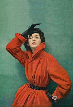 August Vogue 1951 Dovima design by Myna of Bagedonow, New York Look Retro, Style Retro, Mode Vintage, Vintage Ladies, Pin Up, Vintage Fashion Photography, Vintage Couture, Vintage Glamour, Look At You