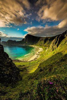 Скрытый пляж в Норвегии  #мирпрекрасен #мир_необычного #amazing #пейзаж #beautiful #beautifulpictures #шедевры_вселенной #красивый_пейзаж #природа #красота #мирпрекрасен #beauty #beautiful #naturek #landscape