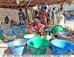 Sokoné ( Sénégal ) - Réparateurs d'ustensiles en plastique