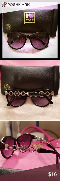 Avon Signature Collection Fashion Sunglasses🕶 Super Fun Avon Signature Collection fashion sunglasses. Lens had a purple tint with the signature logo in silver on the arms. Comes in an Avon Signature Collection sunglass case😎💜🕶 Avon Accessories Sunglasses