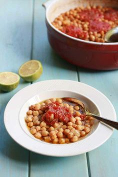 Revitháda - slow baked chickpeas stew with tomato and oregano