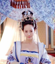 Hanfu:traditional Chinese costume.Zhang Junning in 'Empress of China'.
