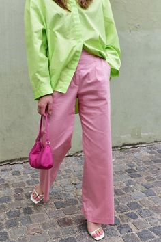Top trouser trends Trine in pink trousers 80s Fashion, Look Fashion, Fashion Tips, Fashion Trends, Lolita Fashion, Fashion Online, Womens Fashion, Lila Outfits, Summer Outfits