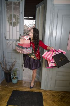 Angela bringing Christmas gifts @cosmangela