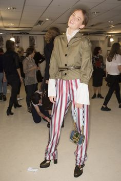 6f55f9f2ebcfd2 Burberry Fall 2016 Ready-to-Wear Fashion Show
