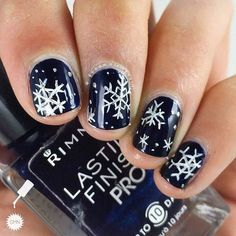 23 Latest winter-inspired nail art ideas - Makeup for Best Skins! Holiday Nail Colors, Holiday Nail Designs, Holiday Nail Art, Winter Nail Designs, Winter Nail Art, Winter Nails, Nail Art Designs, Nails Design, Nail Art Simple
