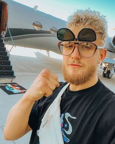 """jake paul defends his tweet, """"anxiety is created by you"""". Jake Paul Team 10, Logan Paul, Jake Paul Wallpaper, Cute Outfits With Leggings, Famous Youtubers, Cute Teenage Boys, My Crush, Wavy Hair, Bff"""