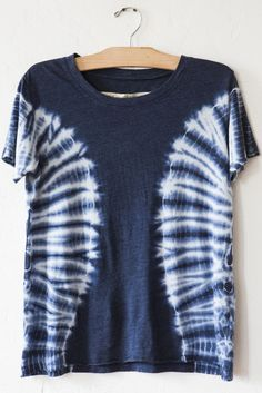 raquel allegra blue tie dye tee – Lost & Found Cut Up Shirts, Tie Dye Shirts, Cheer Shirts, Dye T Shirt, T Shirt Yarn, T Shirt Diy, How To Tie Dye, How To Dye Fabric, Dyeing Fabric