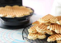 TØRRE VAFLER-VIDEO - Passion For baking Waffle Cookies, Cookie Videos, Dessert Blog, Cookie Do, Breakfast Pancakes, Waffle Iron, Waffle Recipes, Yummy Cookies, Vanilla Cake
