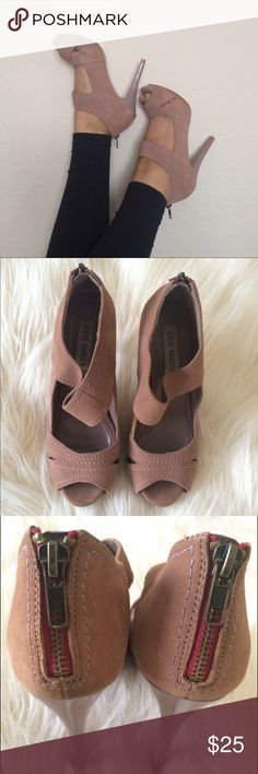 Pink suede steve madden heels Cute salmon colored suede heels by steve madden. Perfect for a night out with leather pants or casual day with jeans. Steve Madden Shoes Heels