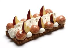Saint-Honoré Pêche - Hugo et Victor Beaux Desserts, Fancy Desserts, Beautiful Desserts, French Pastries, Eclairs, Plated Desserts, I Foods, Sweet Recipes, Bakery