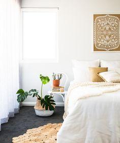 Boho Beach Style - Ocean Home magazine Bedroom Decor Dark, Bohemian Bedroom Decor, Boho Room, Small Room Bedroom, Room Ideas Bedroom, Home Bedroom, Bali Bedroom, Bedroom Inspo, Black Carpet Bedroom