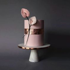 15 Modern Sculptural Wedding Cakes - 100 Layer Cake In 2019 Blush Wedding Cakes, Fondant Wedding Cakes, Floral Wedding Cakes, Floral Cake, Fondant Cakes, Cupcake Cakes, Purple Wedding, Gold Wedding, Unusual Wedding Cakes