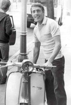Roger Daltrey and Scooter Mod Scooter, Lambretta Scooter, Scooter Girl, Vespa Scooters, Mod Music, Tailor Made Suits, Mod Girl, Roger Daltrey, Motor Scooters