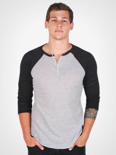 Alternative apparel sleeve raglan tee. 140,-