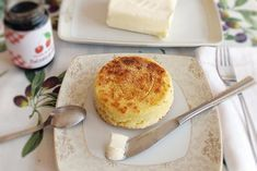 English muffins, step by step recipe. Romanian Food, Romanian Recipes, Camembert Cheese, Dairy, Pudding, Bread, Breakfast, Desserts, English Muffins