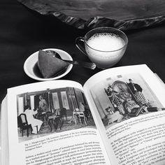 "@wayangkopi's photo: ""Riwayat Keraton Surakarta #vscocam #javanese #history #indonesia #book #reading #sunday #afternoon #kopi #coffee #kahve #kaffee #instacoffee #coffee_inst #coffeeaddict #coffeetime #dailycoffee #bnw #monochrome #monochromatic #black #cafe #caffein #todaycoffee #coffeedairy"""