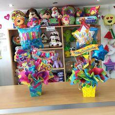 Balloon Shop, Balloon Gift, Balloon Arrangements, Balloon Centerpieces, Cute Gifts, Diy Gifts, Birthday Candy, Candy Bouquet, Ideas Para Fiestas