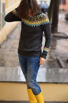 Turtleneck Pullover pattern by Amy Gunderson – socken stricken Knitting Wool, Fair Isle Knitting, Knitting Needles, Icelandic Sweaters, Sous Pull, Yarn Inspiration, Knit Picks, Sweater Design, Pulls