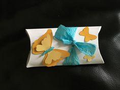 Praktische kleine Geschenkschachtel aus motivpapier gefertigt. Lieferung: 8 kleine Geschenkschachteln Größe: ca. 11 x 7 x 2cm (können auch andere Größen bestellen) Material: Karton...