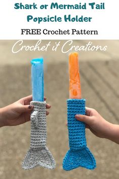 Shark Mermaid Popsicle Holder Crochet Pattern - Crochet it Creations - - Protect those little hands this summer with a cute shark or mermaid tail popsicle holder FREE crochet pattern instructions. Marque-pages Au Crochet, Frozen Crochet, Crochet Shark, Crochet Amigurumi, Cute Crochet, Crochet For Kids, Crochet Stitches, Booties Crochet, Crochet Mermaid Pattern