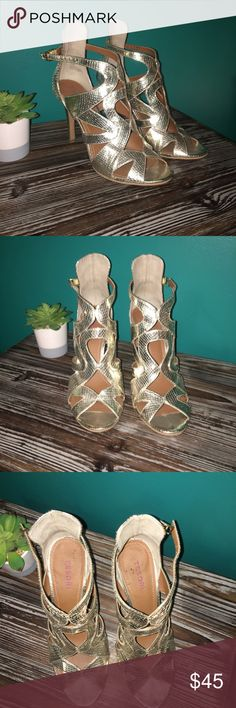 Women's Gold/Silver Tesori Heels 4 inches. Super cute and surprisingly comfy for the height! Worn once for a dance. These make the outfit! Tesori Shoes Heels