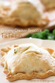 Creamy Chicken Broccoli Pie Pockets - an extremely easy meal to whip up and will quickly become a new family favorite in your home! A FANTASTIC recipe! : chef-in-training Quiches, Great Recipes, Favorite Recipes, Chicken Broccoli, Broccoli Pie Recipe, Fresh Broccoli, Food Dishes, Main Dishes, Sliders