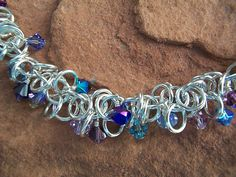 Shaggy Loops - one of my favorite Chainmaille patterns of all time Wire Crafts, Jewelry Crafts, Jewelry Ideas, Jewelry Design, Make Your Own Jewelry, Chain Mail, Hexagons, Wire Art, Granny Squares