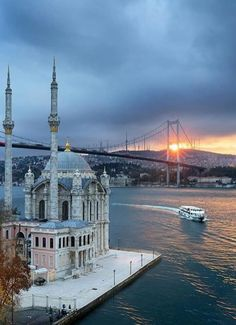 28 Best Honeymoon Destinations In The World - Istanbul Best of Istanbul, Turkey Turkey Destinations, Best Honeymoon Destinations, Istanbul City, Istanbul Travel, Roadtrip Europa, Beautiful World, Beautiful Places, Sainte Sophie, Nature Landscape