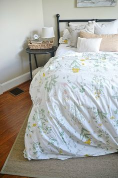 New botanical bedding from Ikea! Such great quality & I love the vintage floral look!