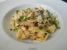 Walnuts, sage and lemon fettuccine. Ottolenghi, Pasta Salad, Great Recipes, Cabbage, Lemon, Tasty, Vegetables, Cooking, Ethnic Recipes