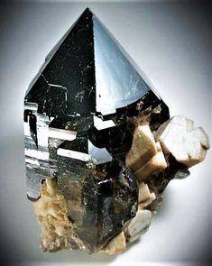 Smokey Quartz w/ Hyalite Opal Minerals And Gemstones, Crystals Minerals, Rocks And Minerals, Crystals And Gemstones, Stones And Crystals, Mineral Stone, Rocks And Gems, Smokey Quartz, Gems Jewelry