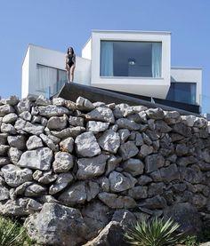 Casa Gumno na cidadd de Risika n Croácia. Projetada pelo escritorio de arquitetura TURATO. || Gumno House by TURATO Architects. Em Risika Croatia.  Photo: Ivan Dorotic.