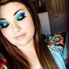 Ocean eyes with the Urban Decay Electric Palette.   daceycouture