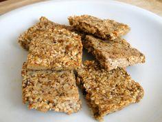 Barres aux graines de sésame à base de 3 ingrédients : graines de sésame, figues et oeuf.