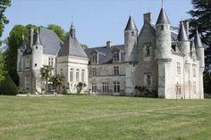 Loches. Très beau château ISMH en parfait état, datant des XIIIe, XVIe et XIXe siècles.