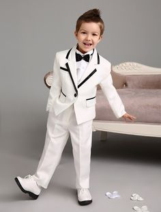 Luxurious four Pieces white kids suits new Ring Bearer Suits cool Boys Tuxedo With Black Bow Tie kids formal dress wedding kids outfit - Boy's - nachtischohnekochen Boys Wedding Suits, Wedding With Kids, Wedding Party Dresses, Boys Suit Sets, Kids Suits, Boys Party Dress, White Tuxedo Wedding, Costume Garçon, Kids Formal Wear