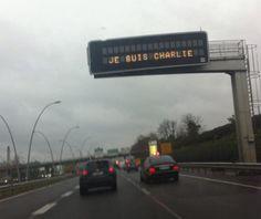 Près d'Orly, l'autoroute A6 affirme «Je suis Charlie».
