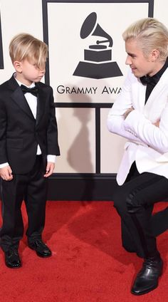 5 LOL things you missed from the GRAMMYs last night...