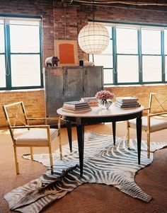 sweet urban dining area or workspace
