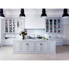 Cozinha Provençal com Luminárias Pretas Holloways Kitchens