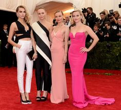 Pin for Later: Seid glamourös oder lasst es sein: Alle Stars vom roten Teppich der Met-Gala! Cara Delevingne, Stella McCartney, Kate Bosworth und Reese Witherspoon