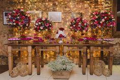 A Fernanda Gurjão Cerimonial é especialista na decoração de mini wedding, além de fazer toda assessoria e cerimonial.
