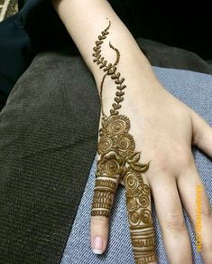 50 Most beautiful Engagement Mehndi Design (Engagement Henna Design) that you can apply on your Beautiful Hands and Body in daily life. Khafif Mehndi Design, Mehndi Designs Finger, Simple Arabic Mehndi Designs, Back Hand Mehndi Designs, Modern Mehndi Designs, Mehndi Designs For Beginners, Mehndi Design Pictures, Mehndi Designs For Girls, Mehndi Designs For Fingers
