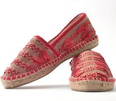 Espadrillas in handwoven fabric. Avarizia laminated red.